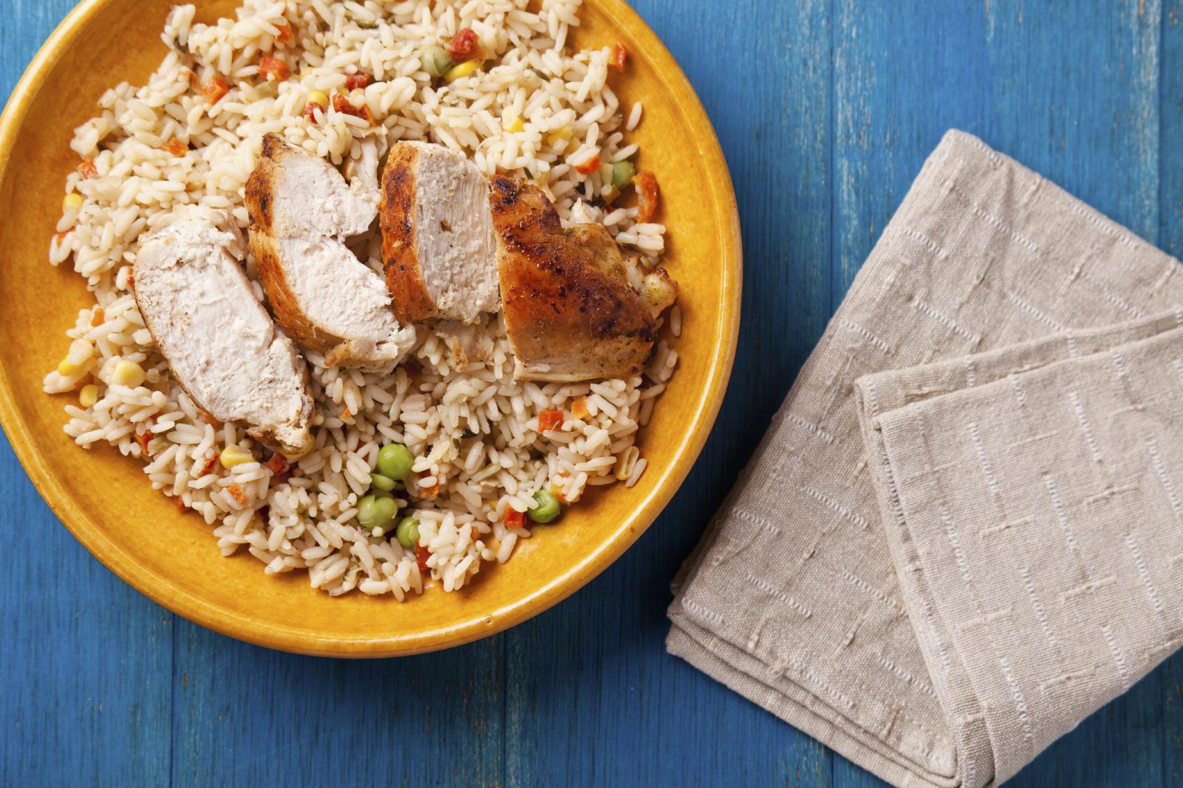 Pechugas de pollo con arroz blanco delicia