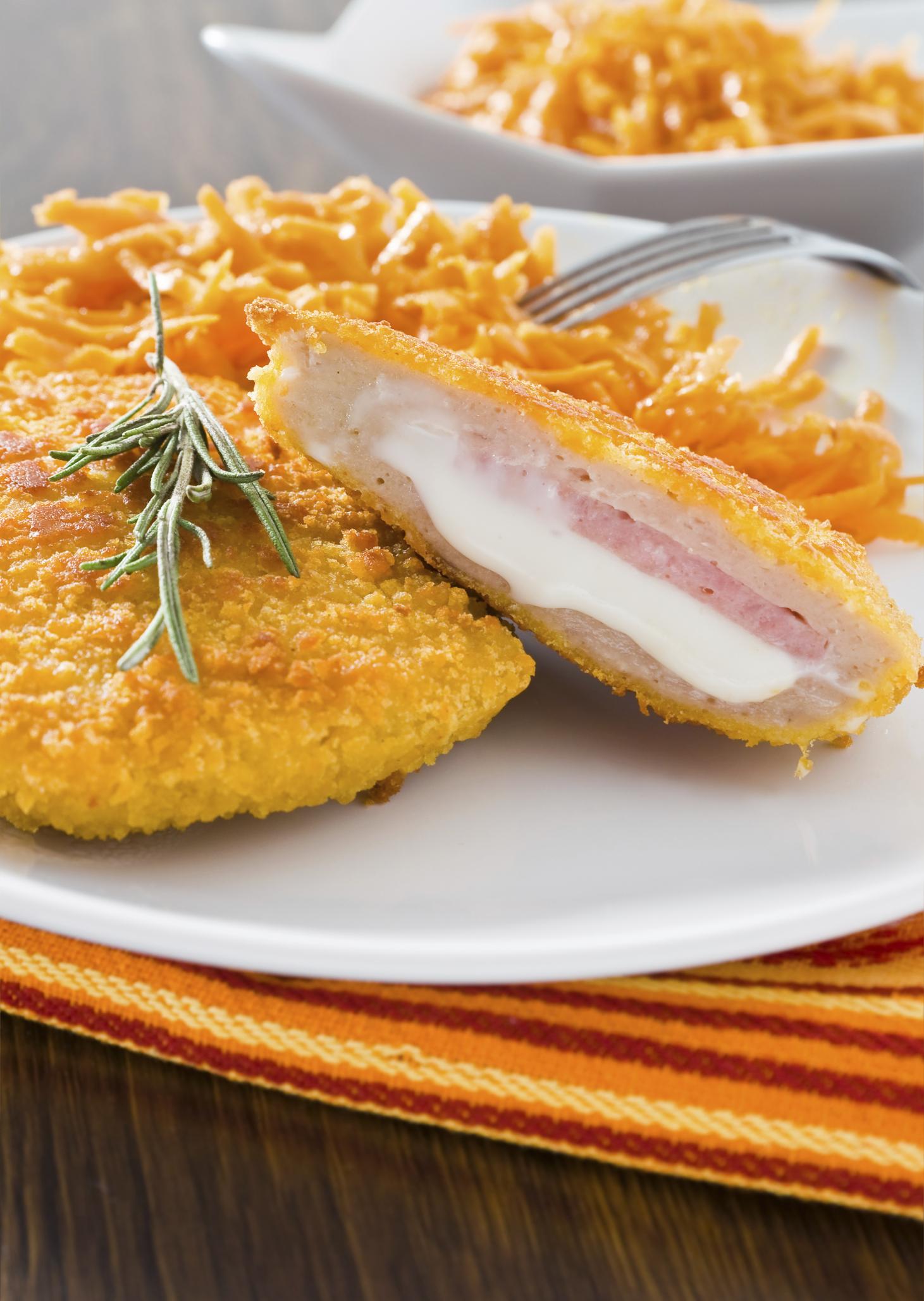 Pechugas rellenas de jamón y queso rebozadas