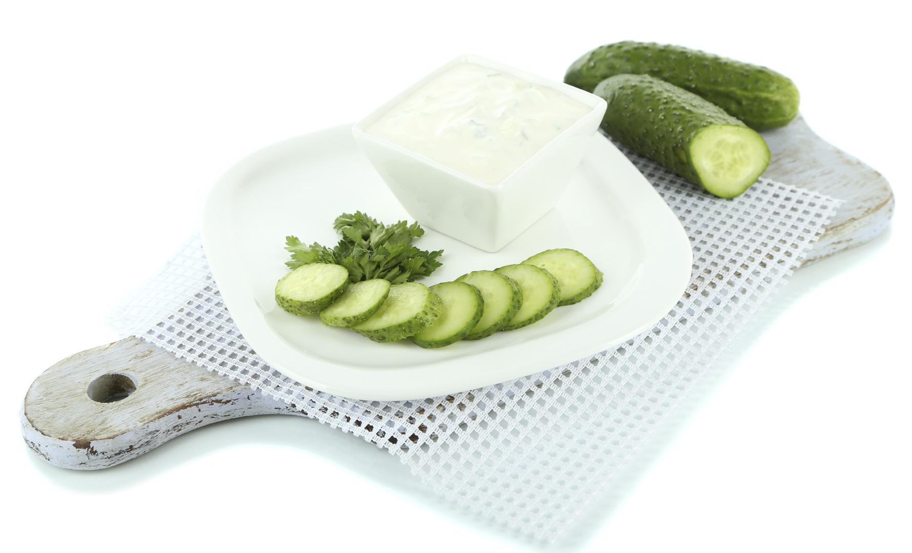 Pepinos con salsa de yogurt