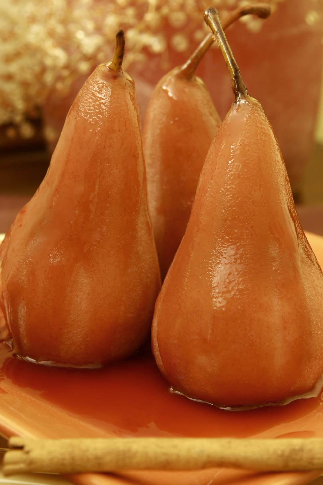 Peras con almíbar de naranja flambeadas