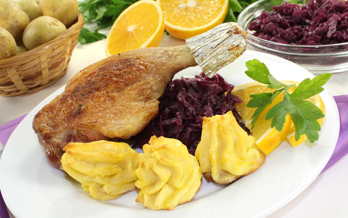 Pierna de pavo asada con patatas duquesa