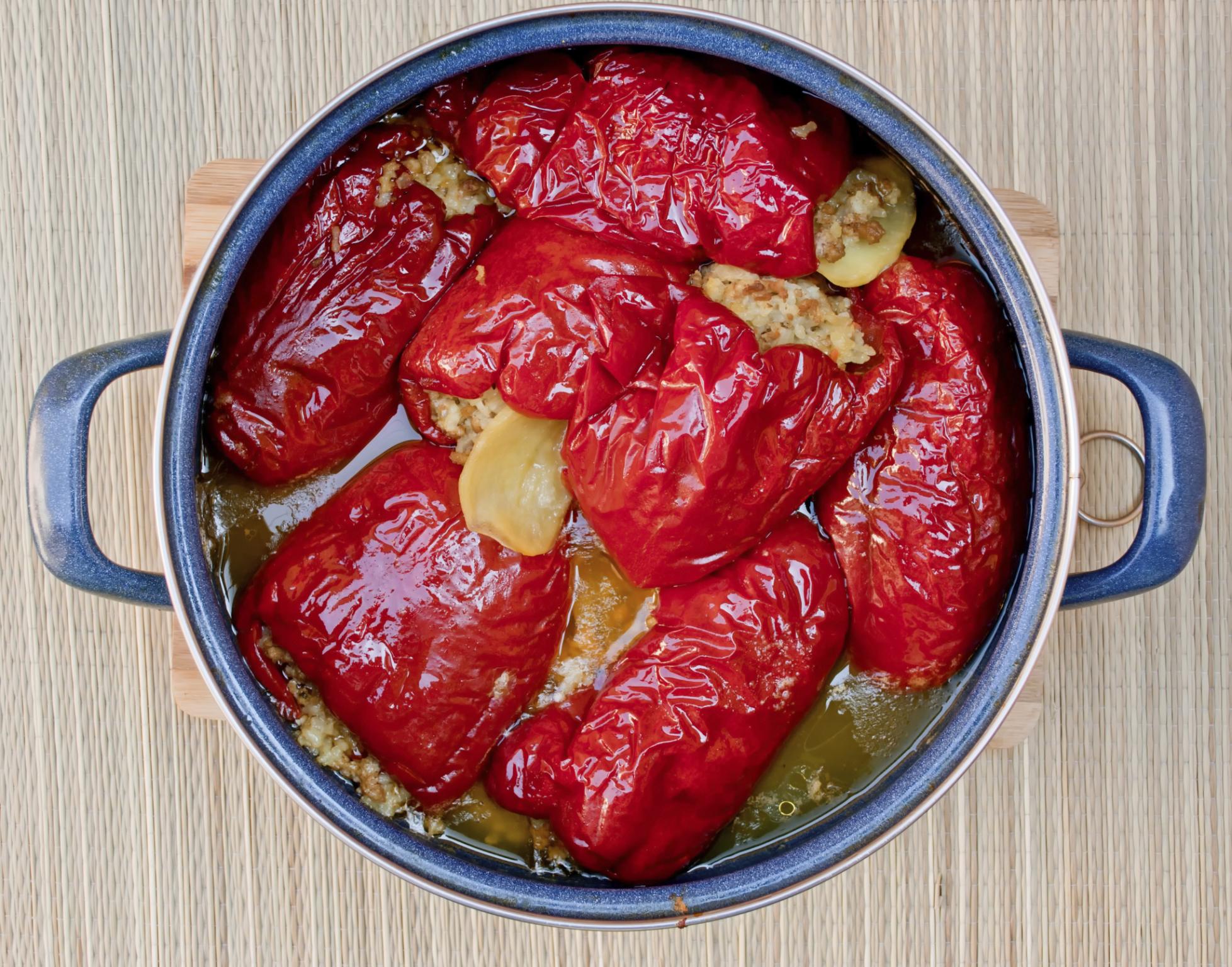 Pimiento rojo relleno con muslo de cerdo picado