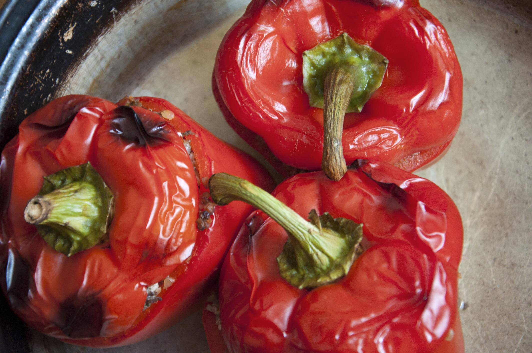 Pimientos asados con relleno vegetariano