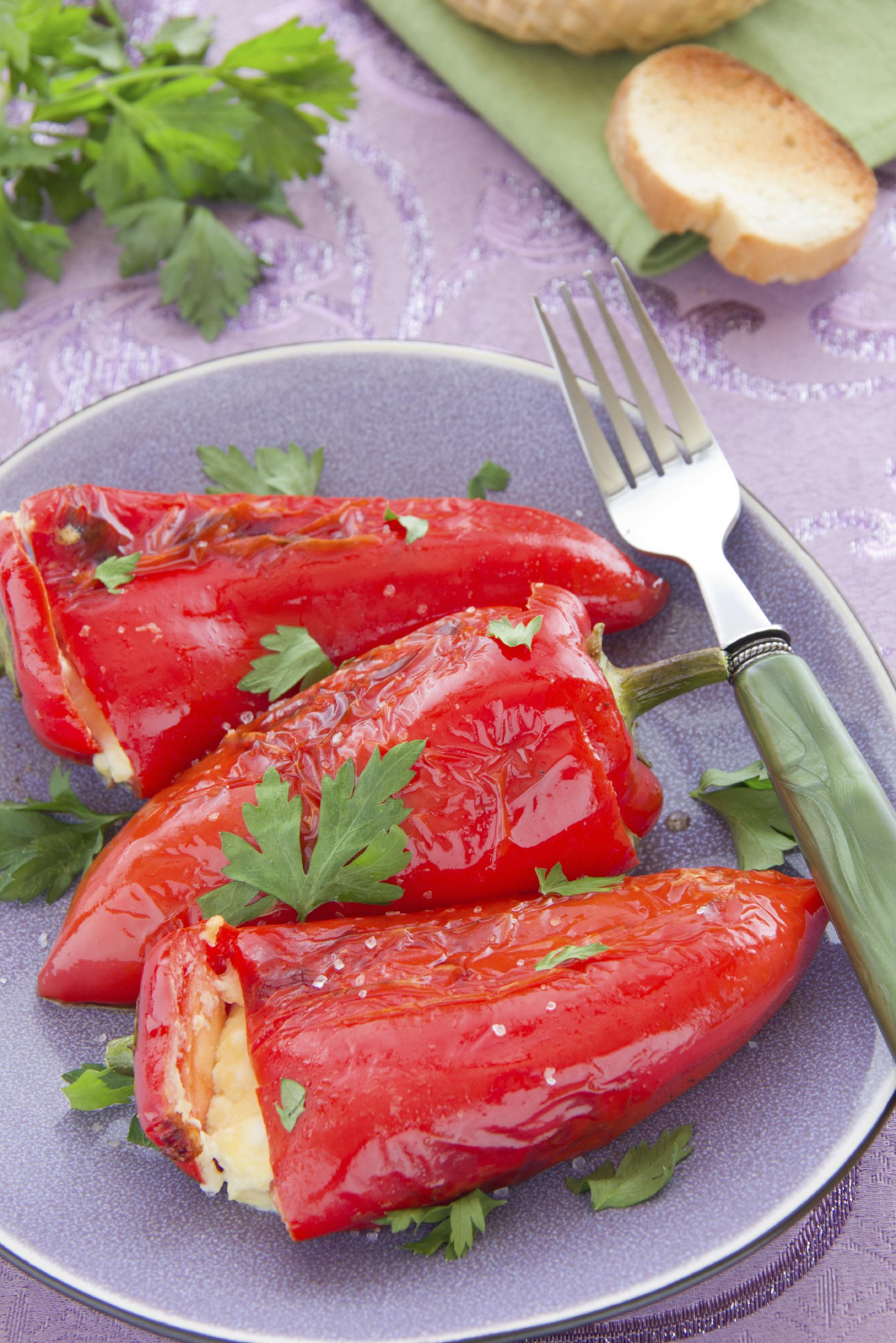 Pimientos rellenos de tomate y champiñones