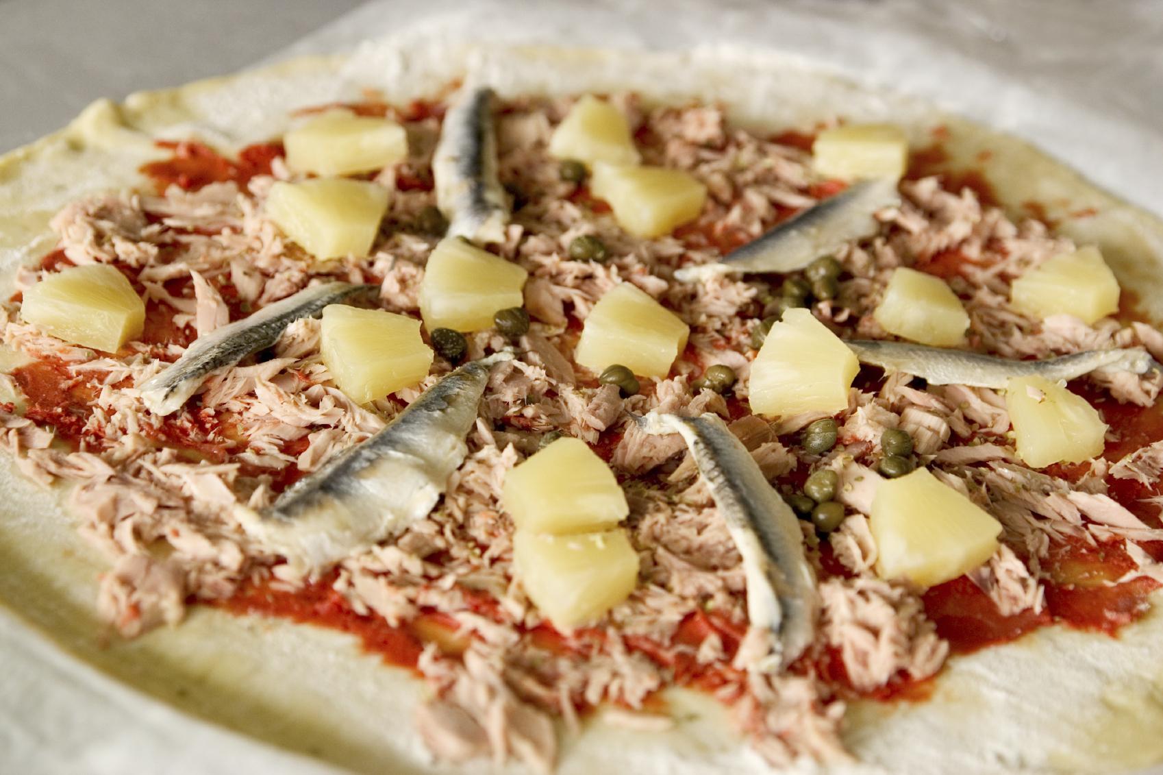 Pizza de atún y anchoas