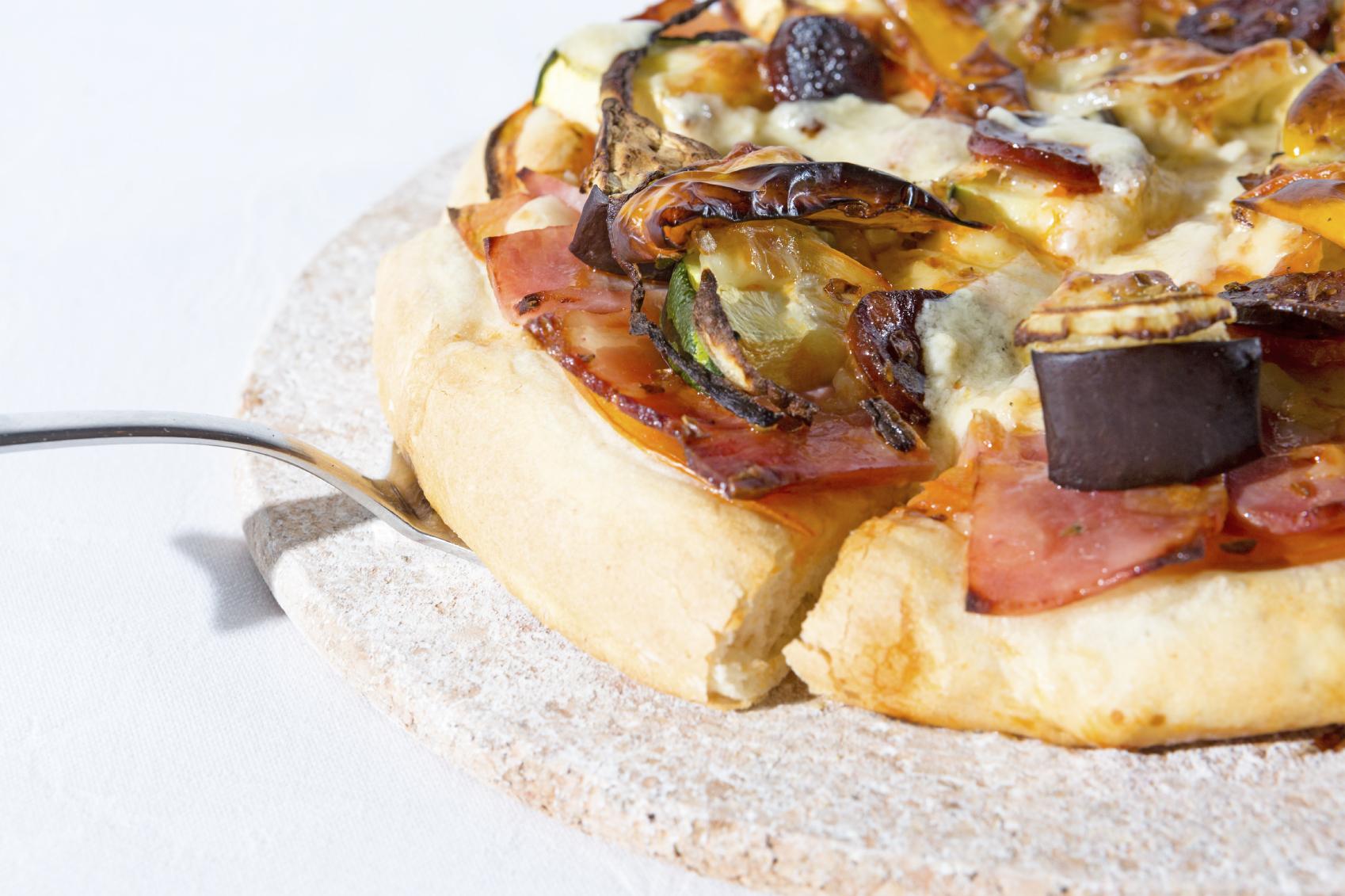 Pizza de berenjenas con jamón york