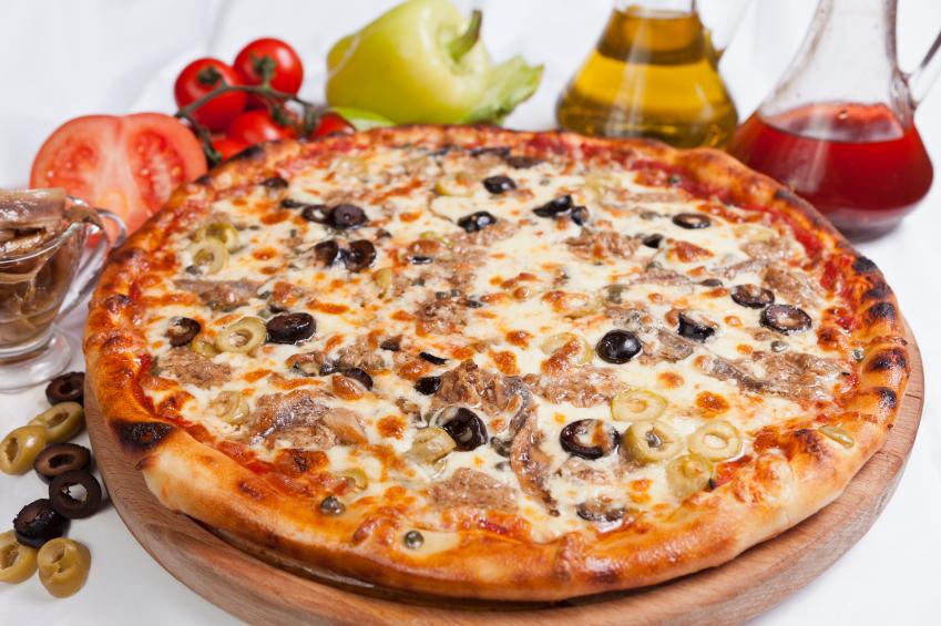 Pizza de atún con dos quesos