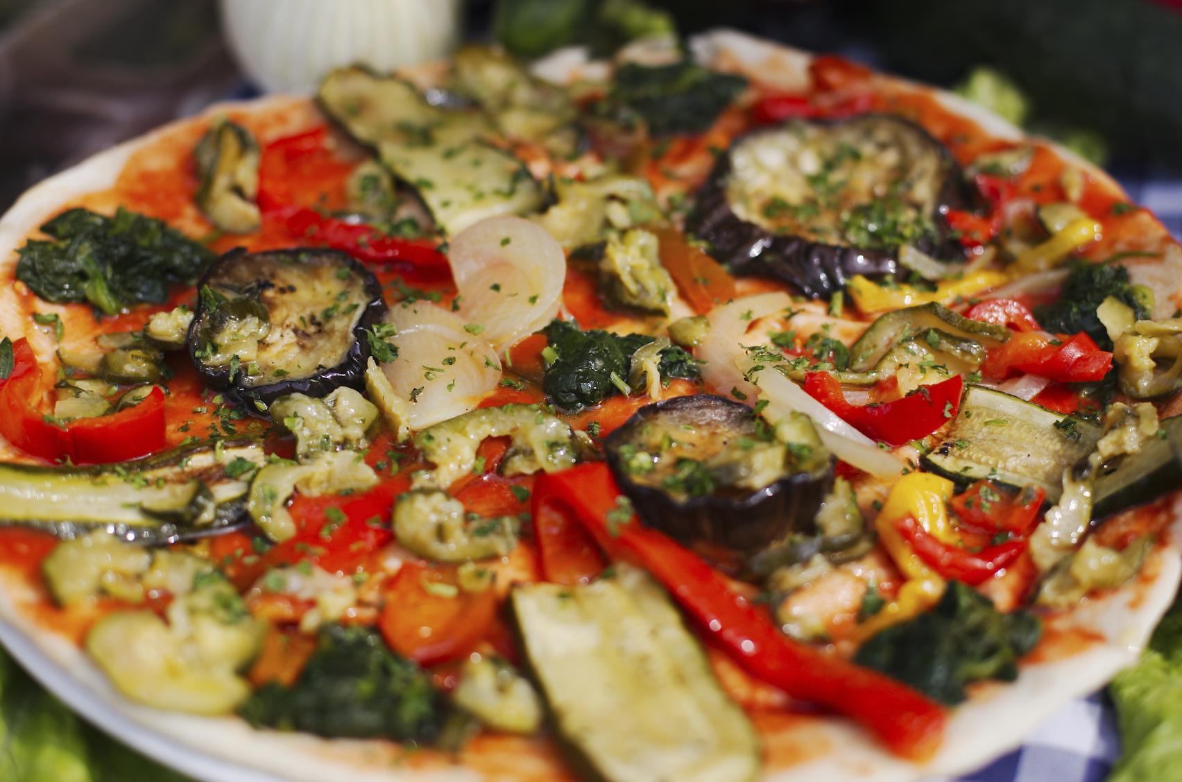 Pizza al orégano con pikles