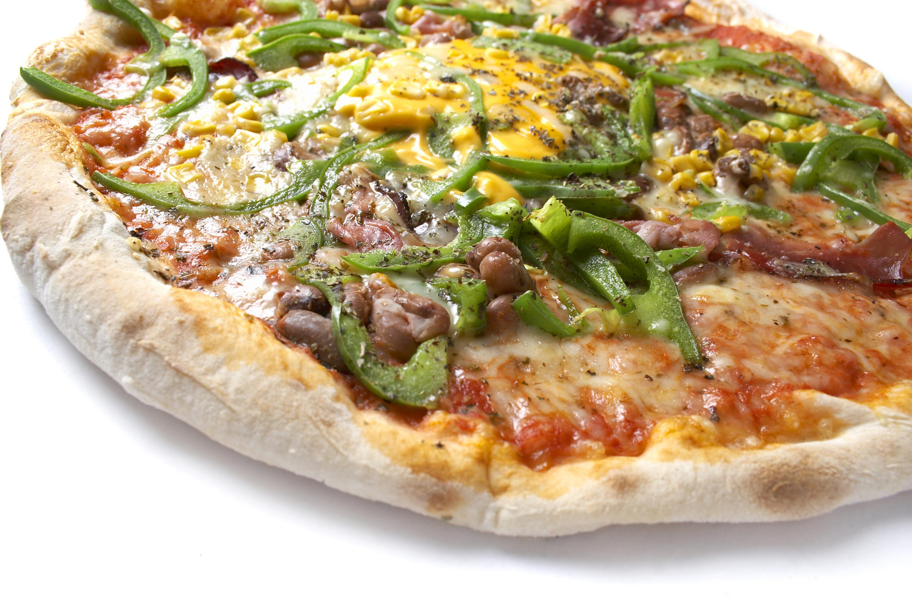 Pizza de verduras y panceta