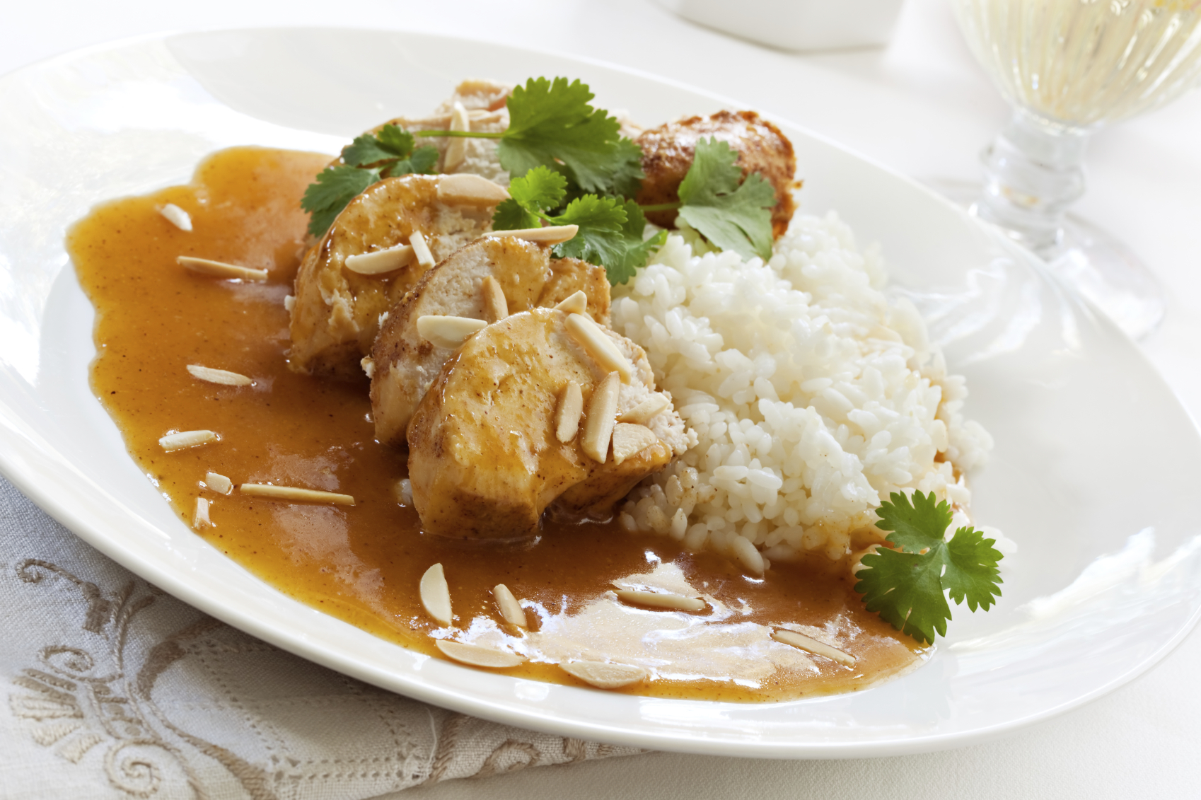 Pollo con almendras al Curry