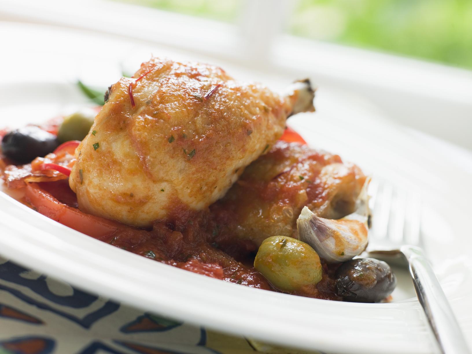 Pollo en salsa de tomate y aceitunas (thermomix)