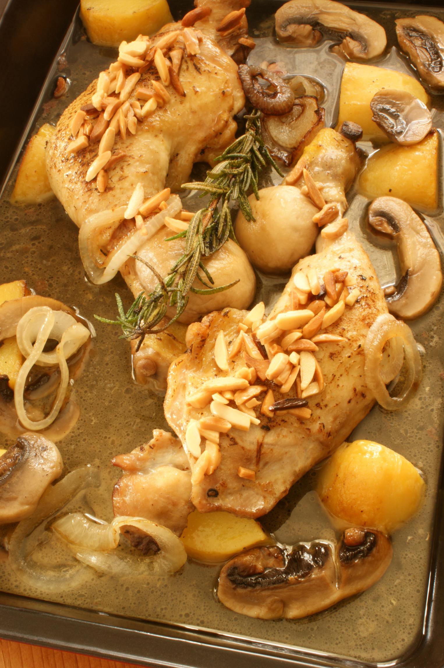 Pollo con champiñón y almendras