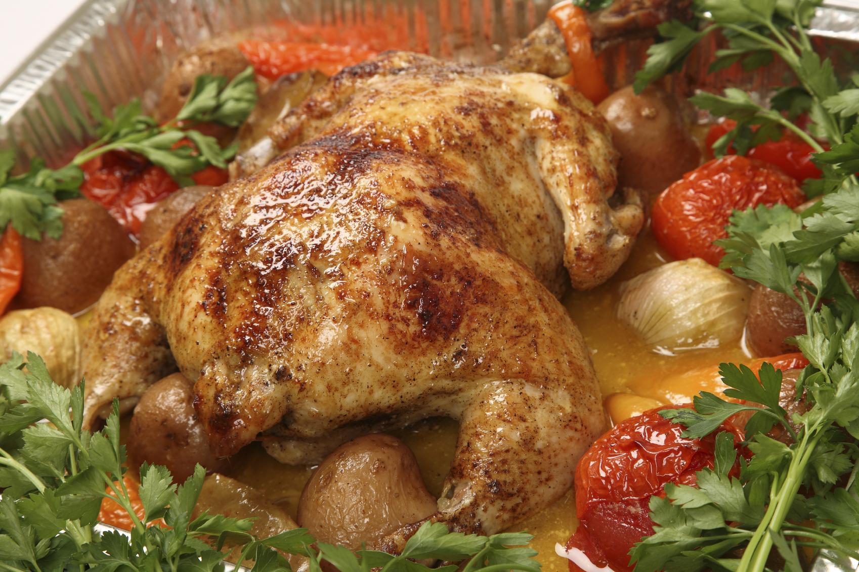 Pollo asado con verduras al horno