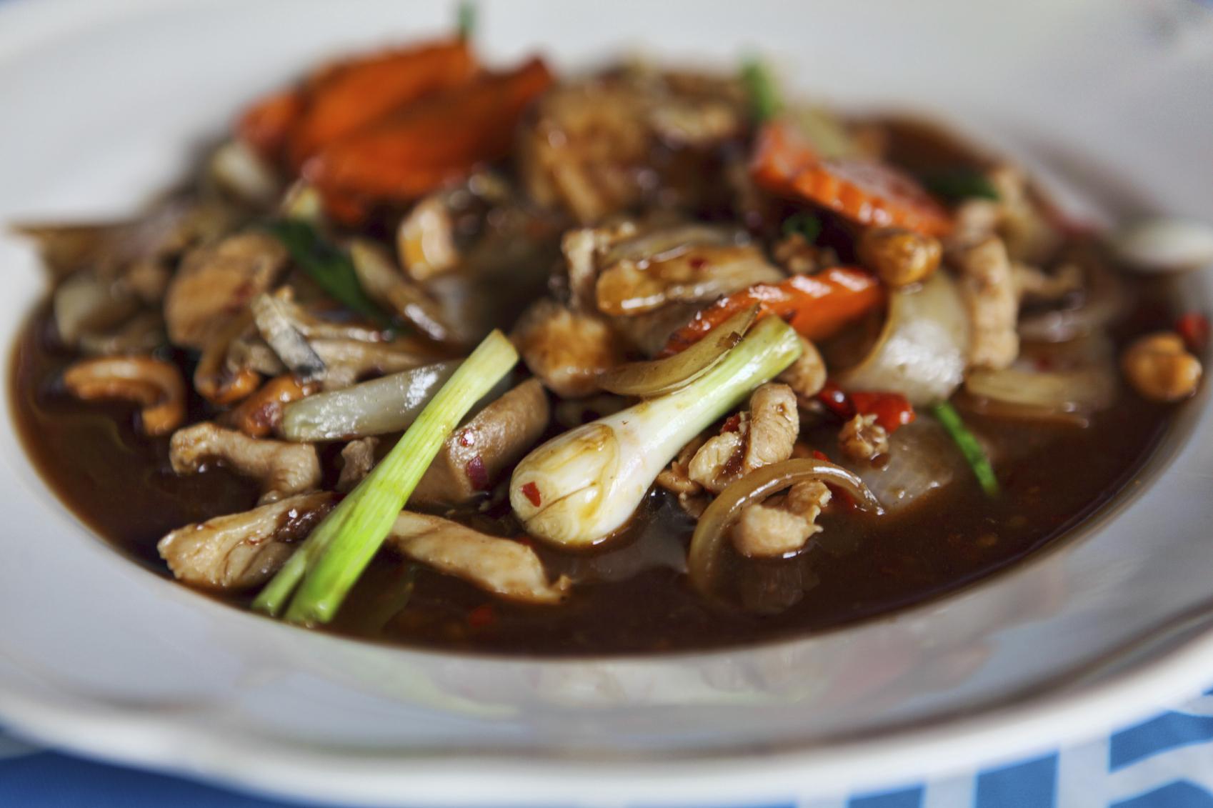 Pollo frito con verduras y soja