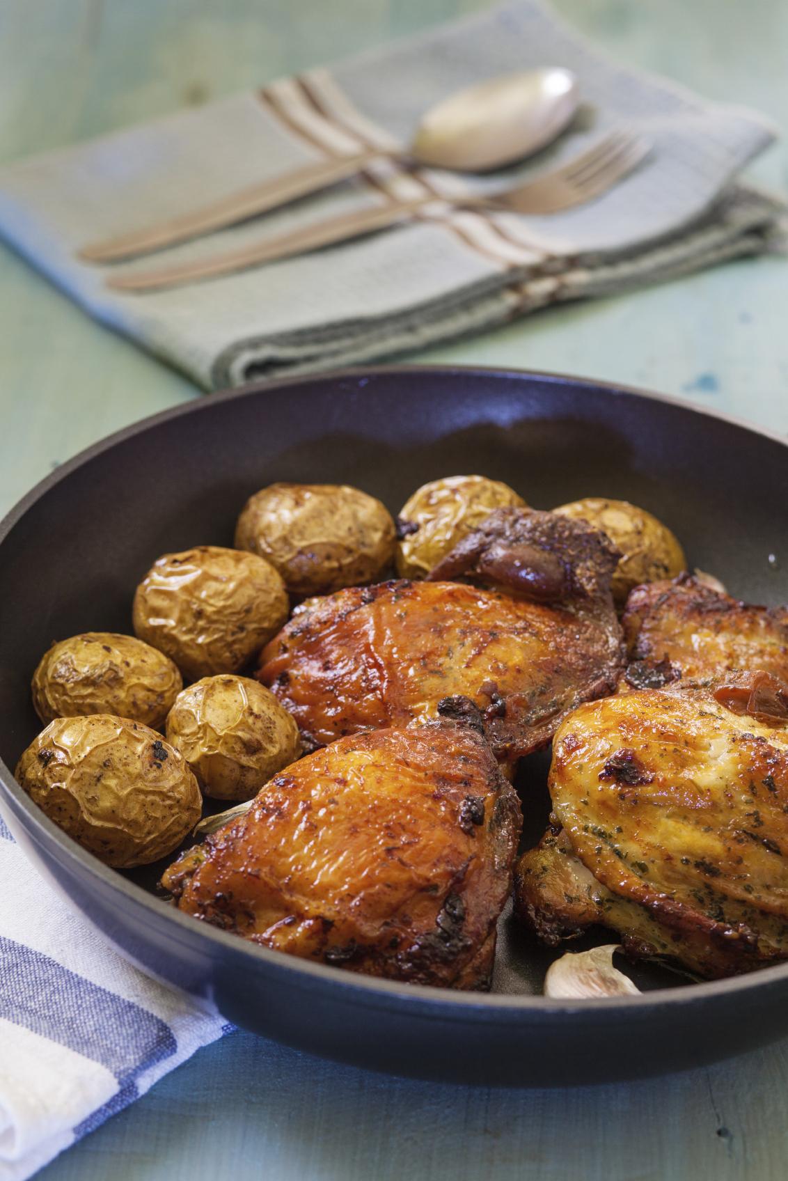 Pollo al paté de foie con papas y batatas a la miel