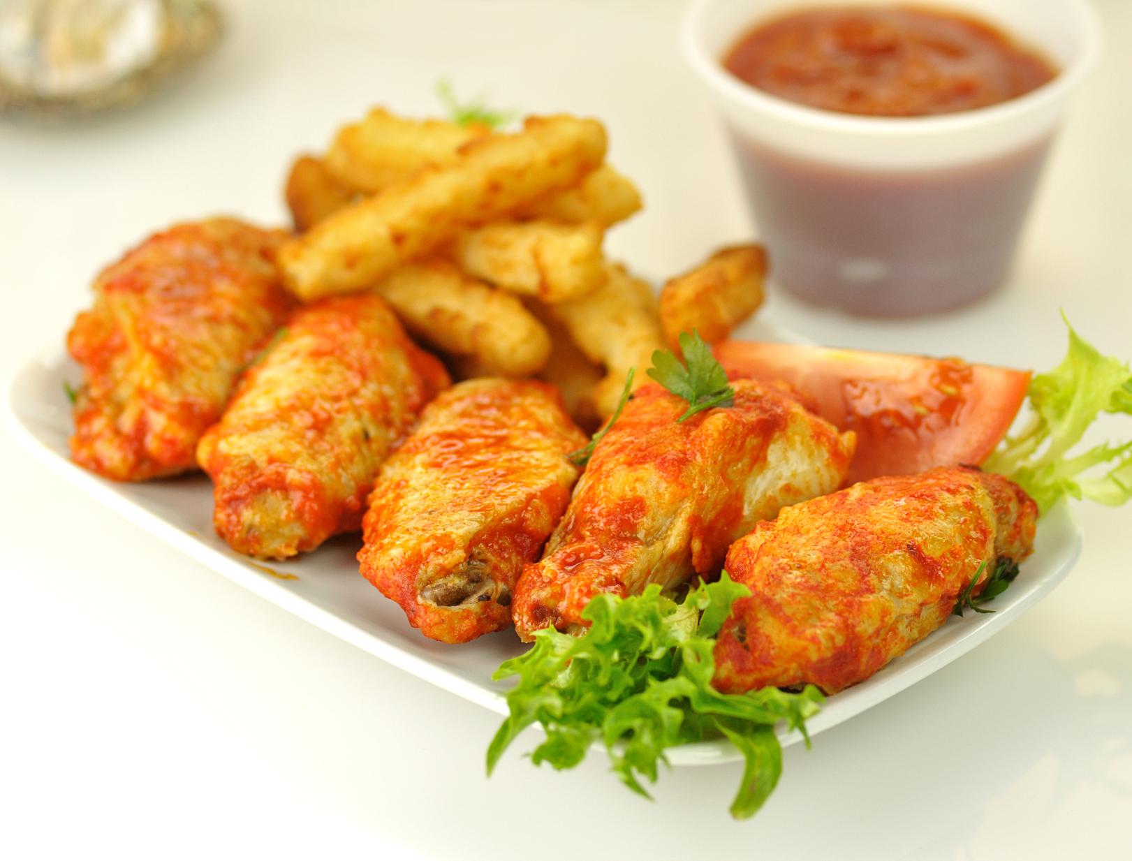 Pollo en salsa barbacoa y de patatas al horno