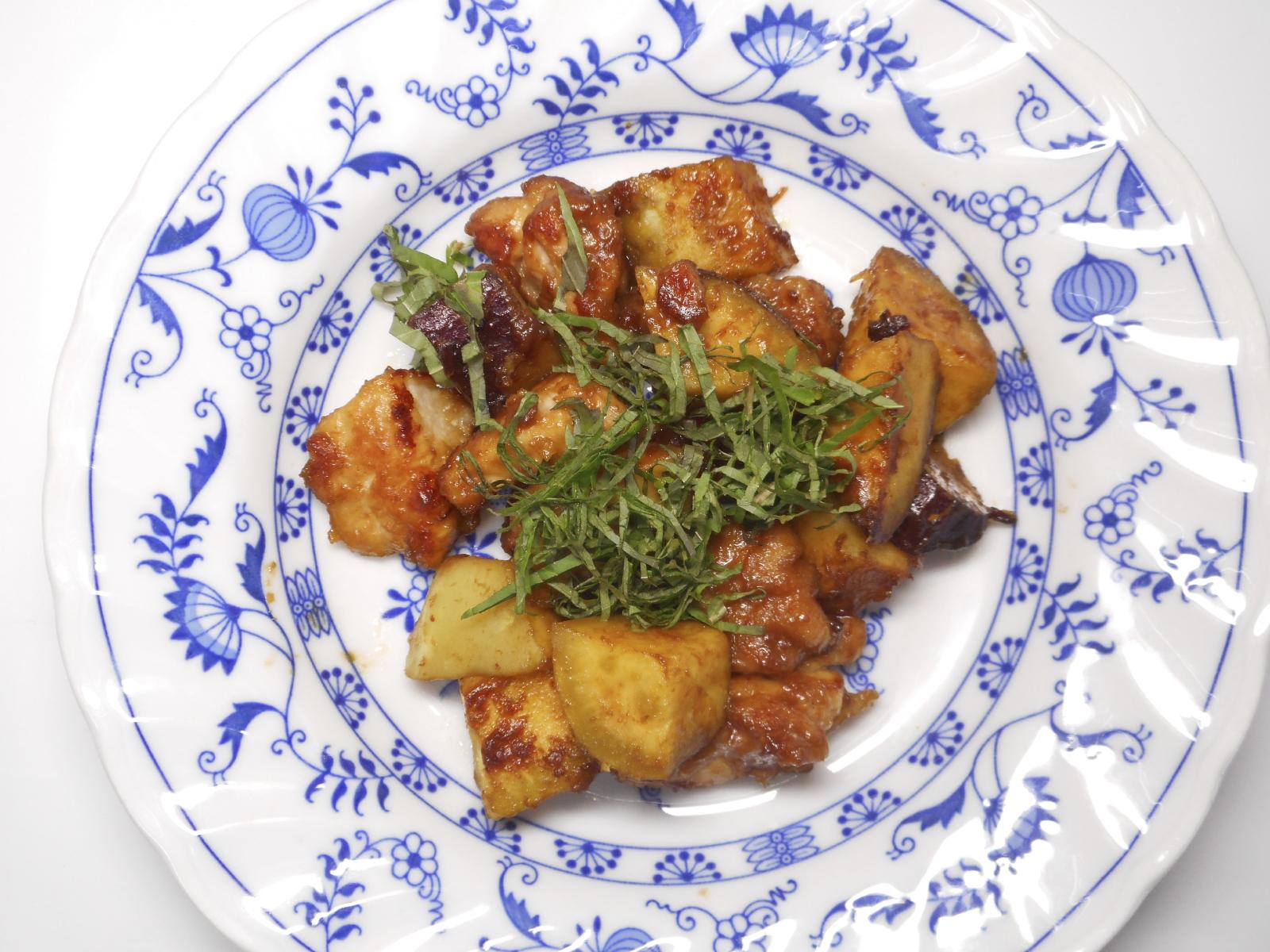 Pollo en salsa verde con patatas y batatas