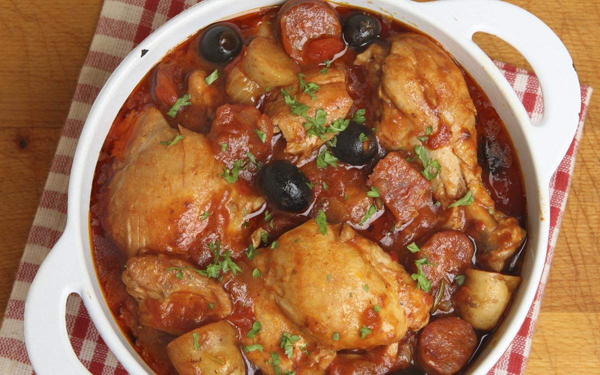 Pollo a la cazuela con chorizo