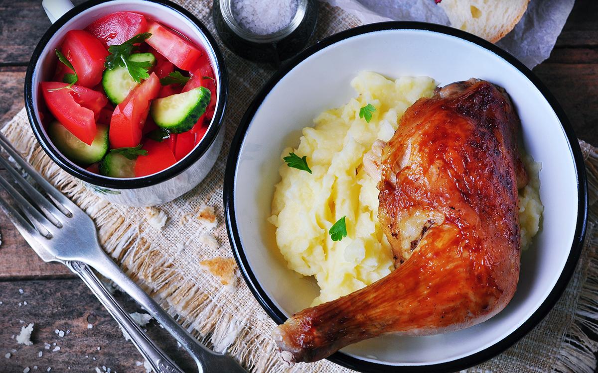 Pollo asado con puré de patatas