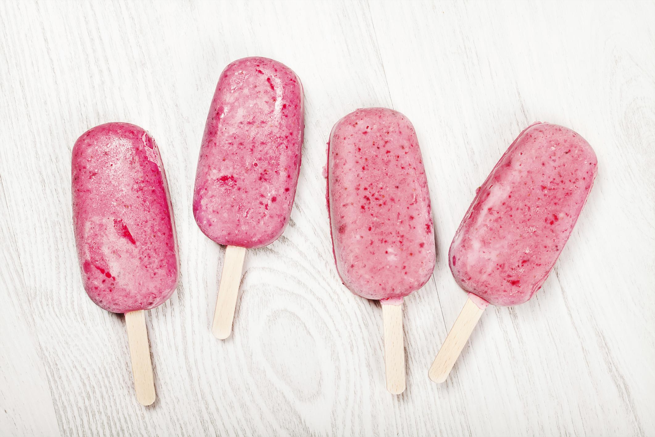 Polos de yogur y fresa