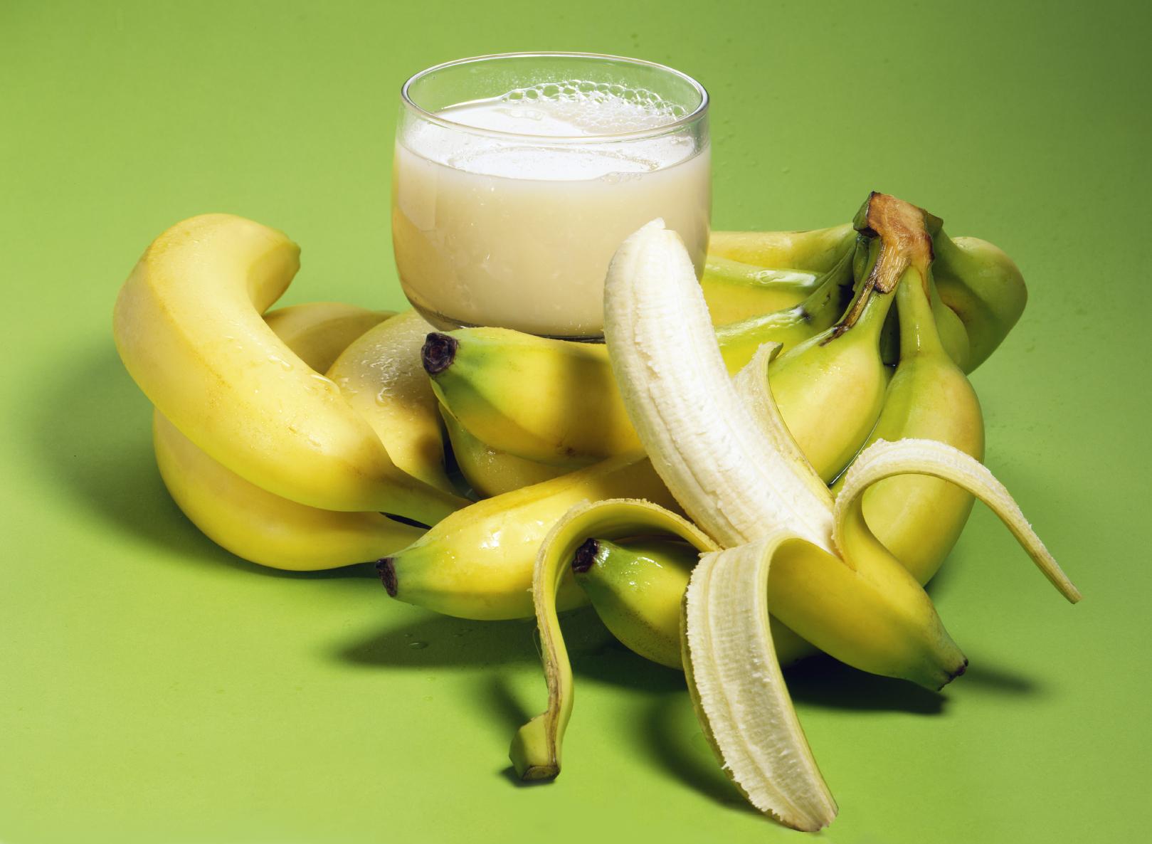 Postre refrescante de plátano y melocotón