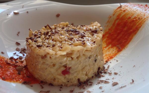 Arroz cremoso de piquillos, almendras, quesos y falsa trufa