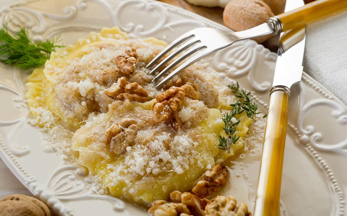Raviolis de setas con salsa de nueces
