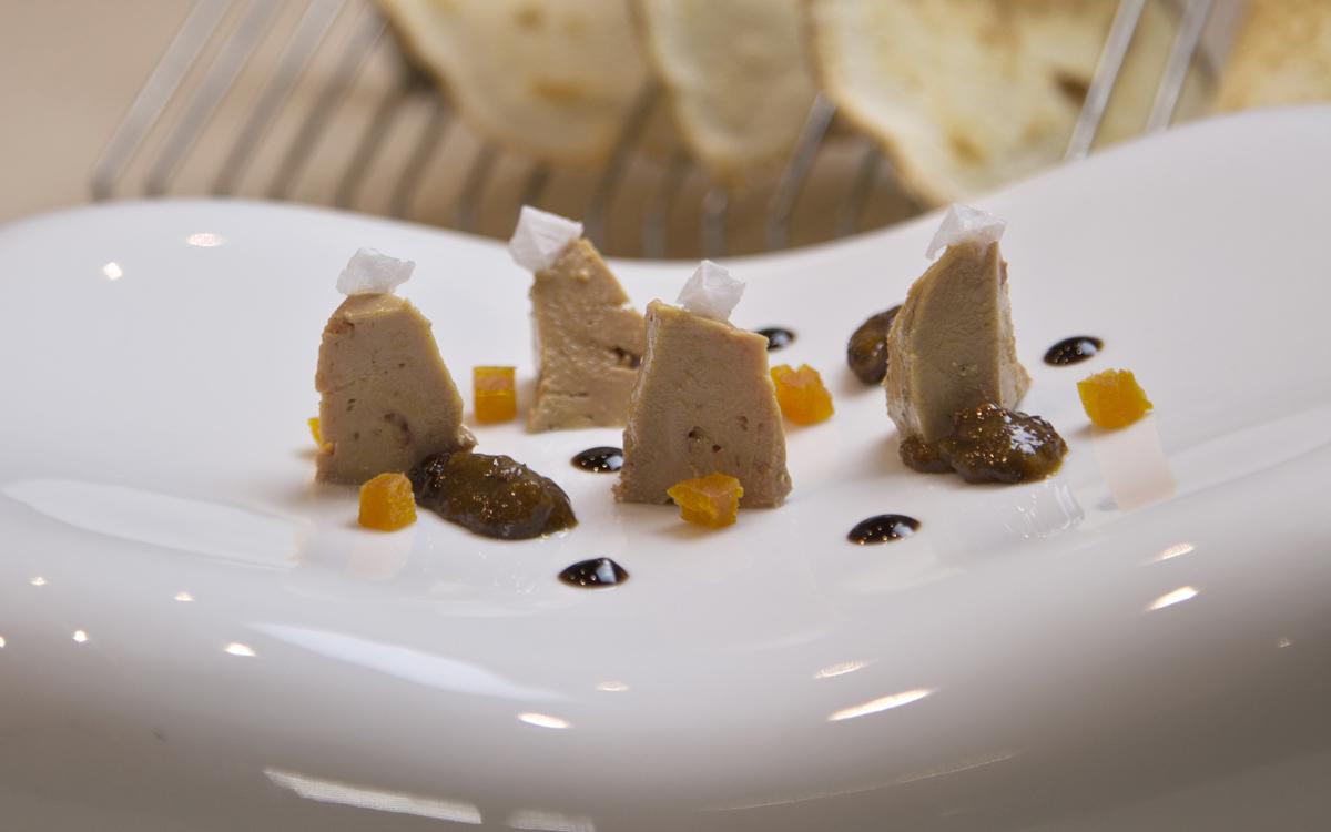 Terrina de Foie DELICIOUS, Chutney de frutos secos y tostas melvas