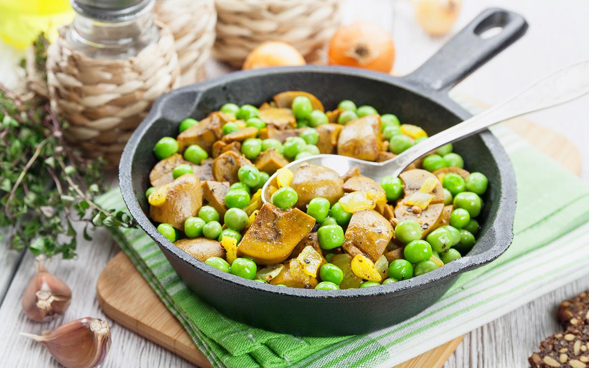 Riñones con guisantes verdes y curry
