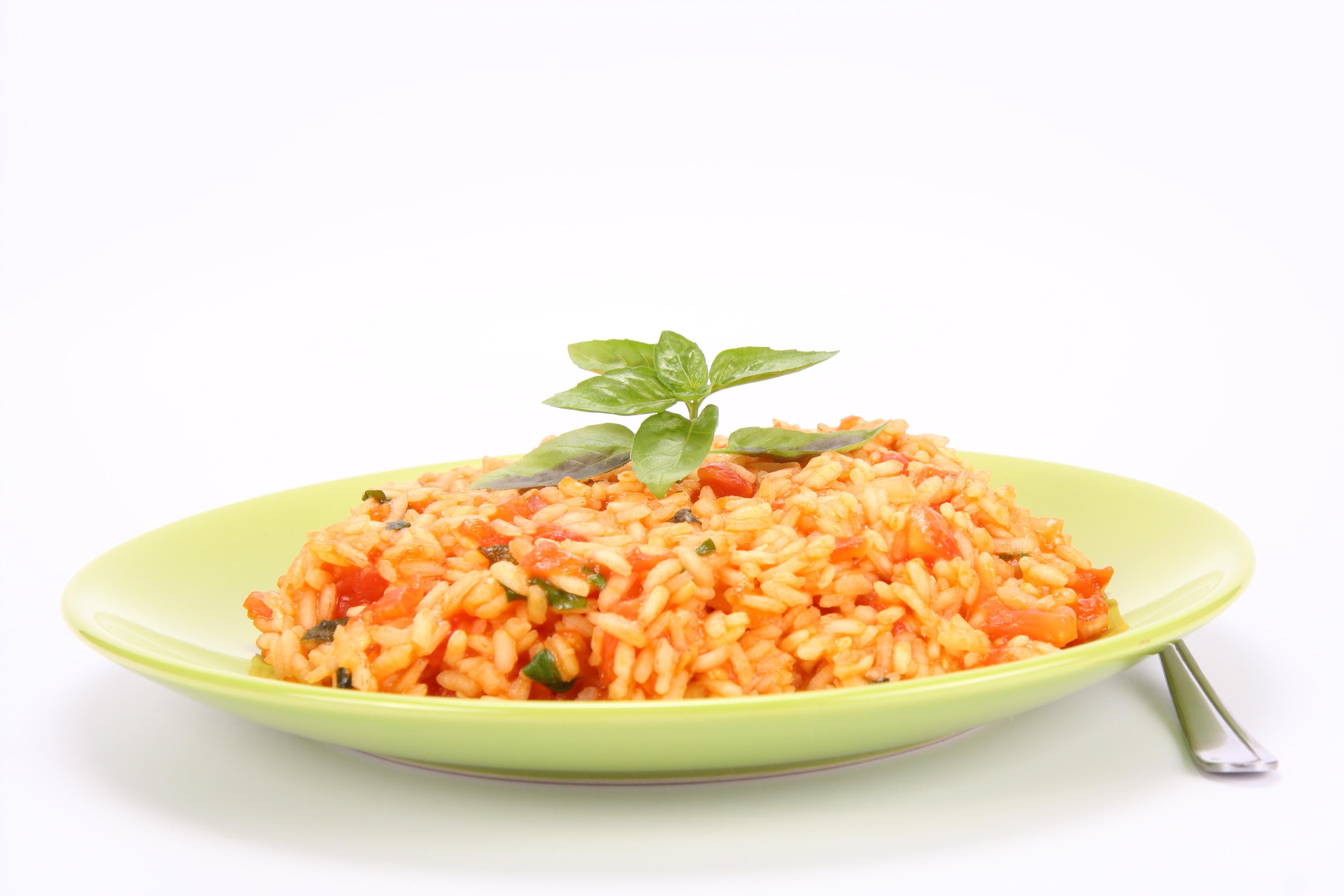 Risotto con tomate y albahaca
