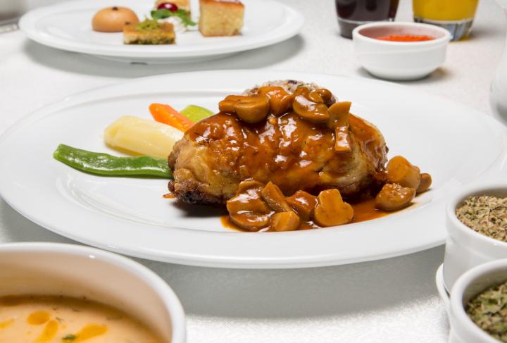 Rollitos de pollo con champiñones caramelizados