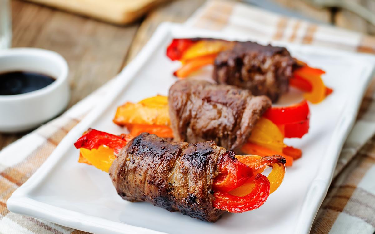 Rollitos de ternera con zanahoria y pimientos
