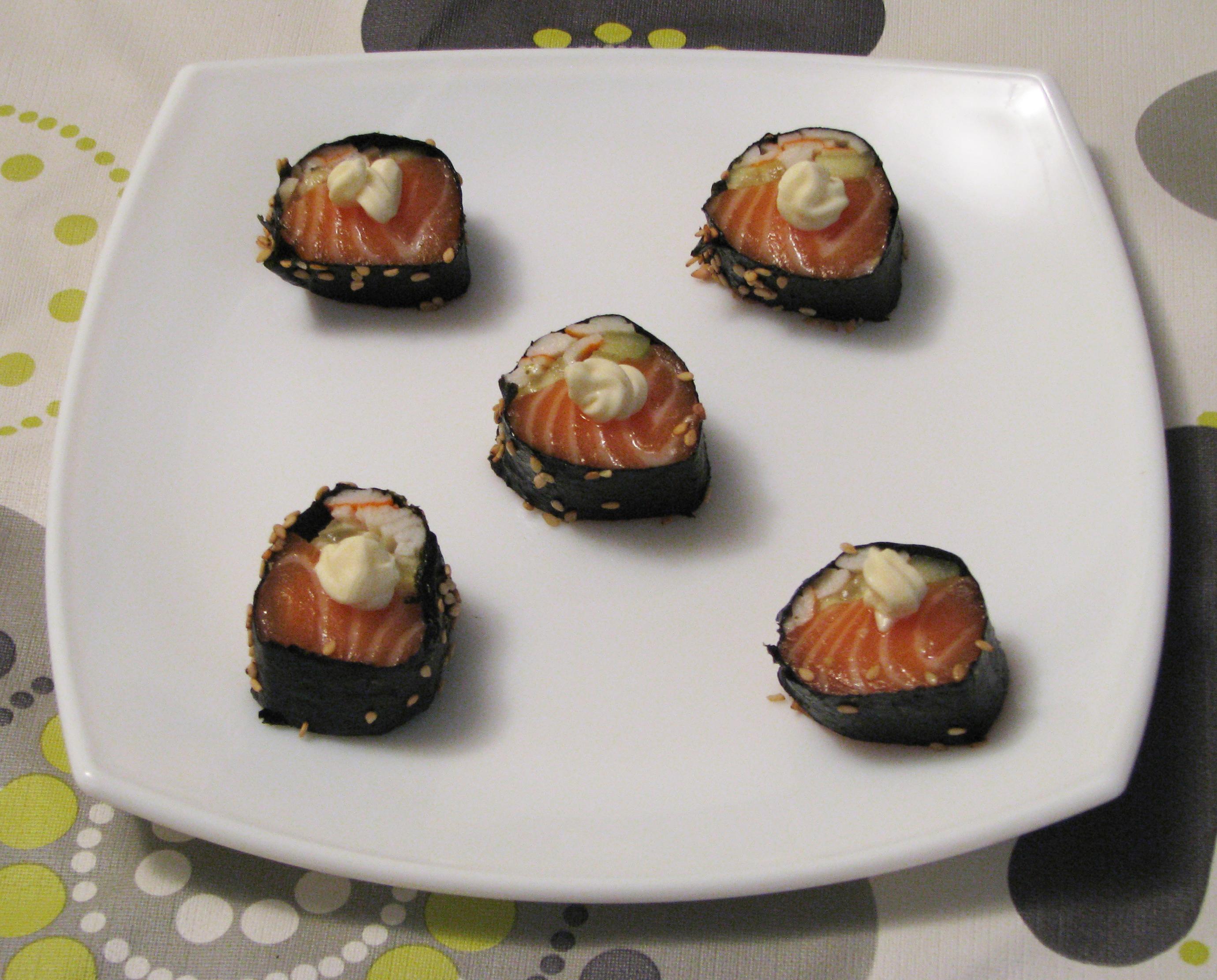 Rollitos de salmón y pepino