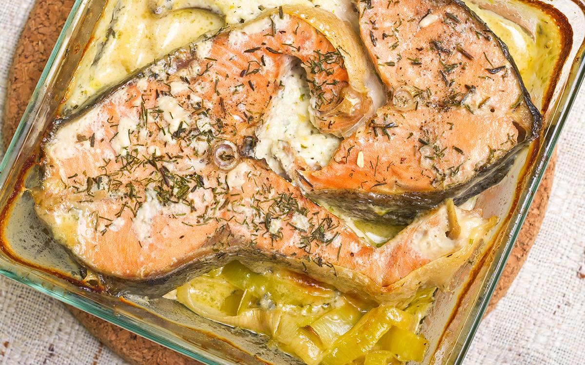 Salmón al horno con puerros