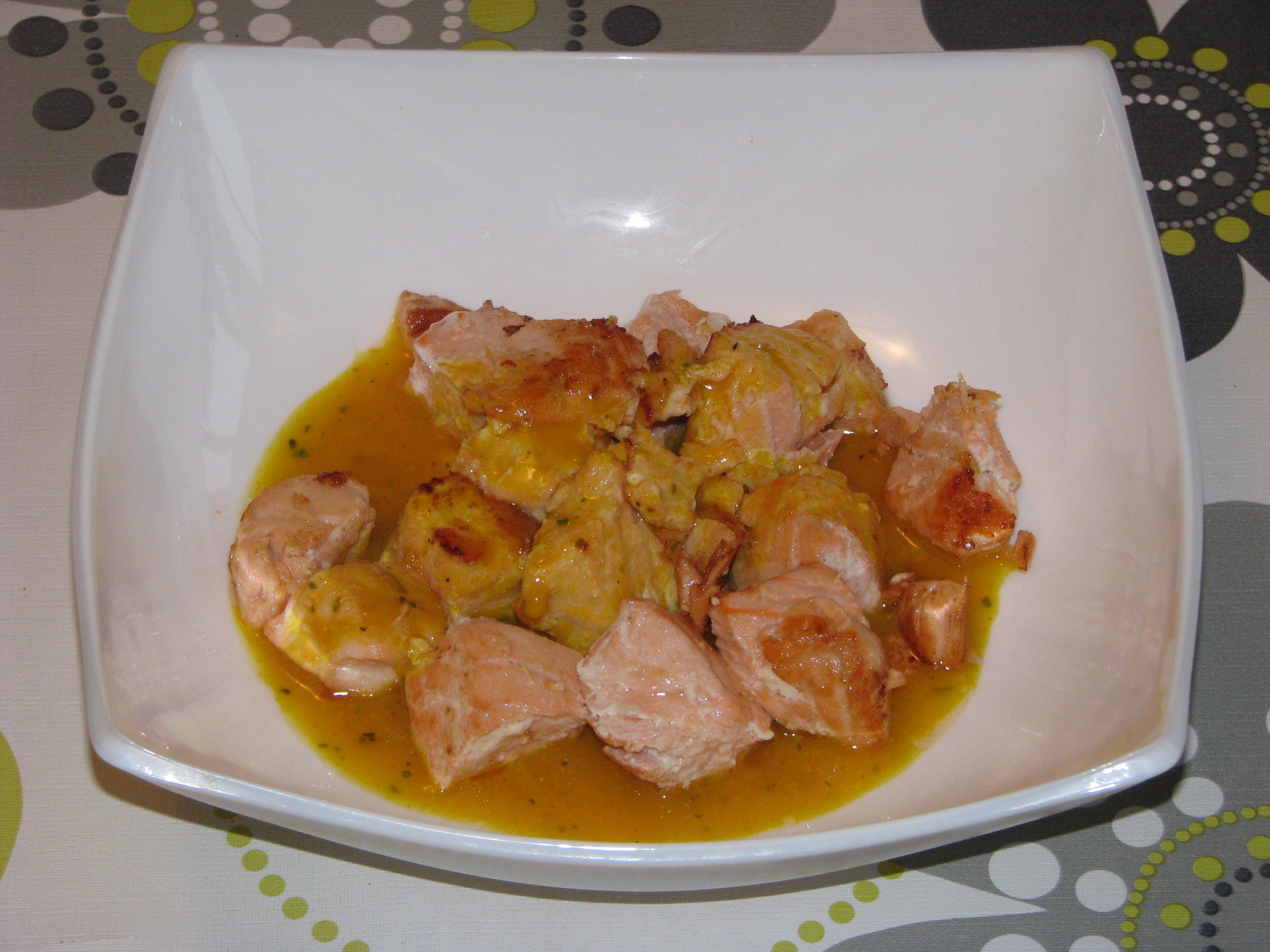 Dados de salmón con salsa de mostaza