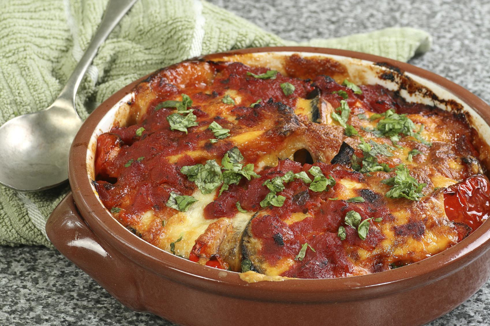 Salsa de tomate con berenjenas y pimiento rojo