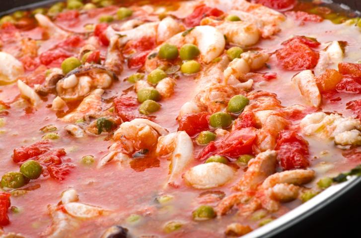 Sepia con guisantes en salsa