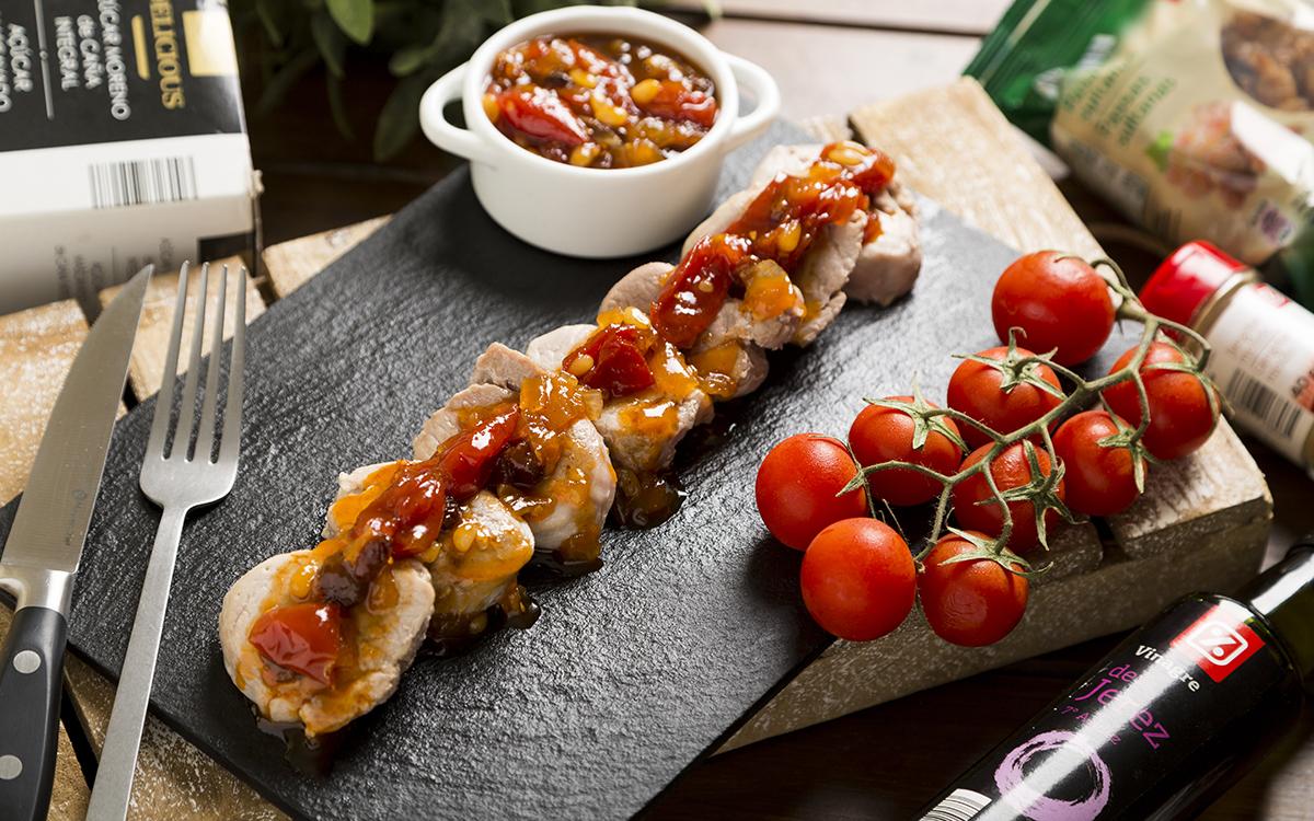 Solomillo de cerdo con chutney de tomate