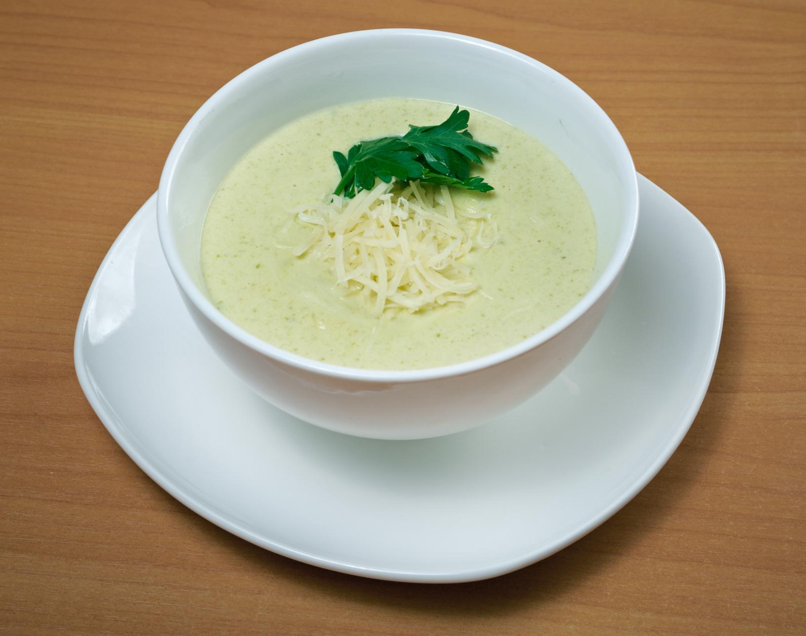 Sopa de calabacines con queso