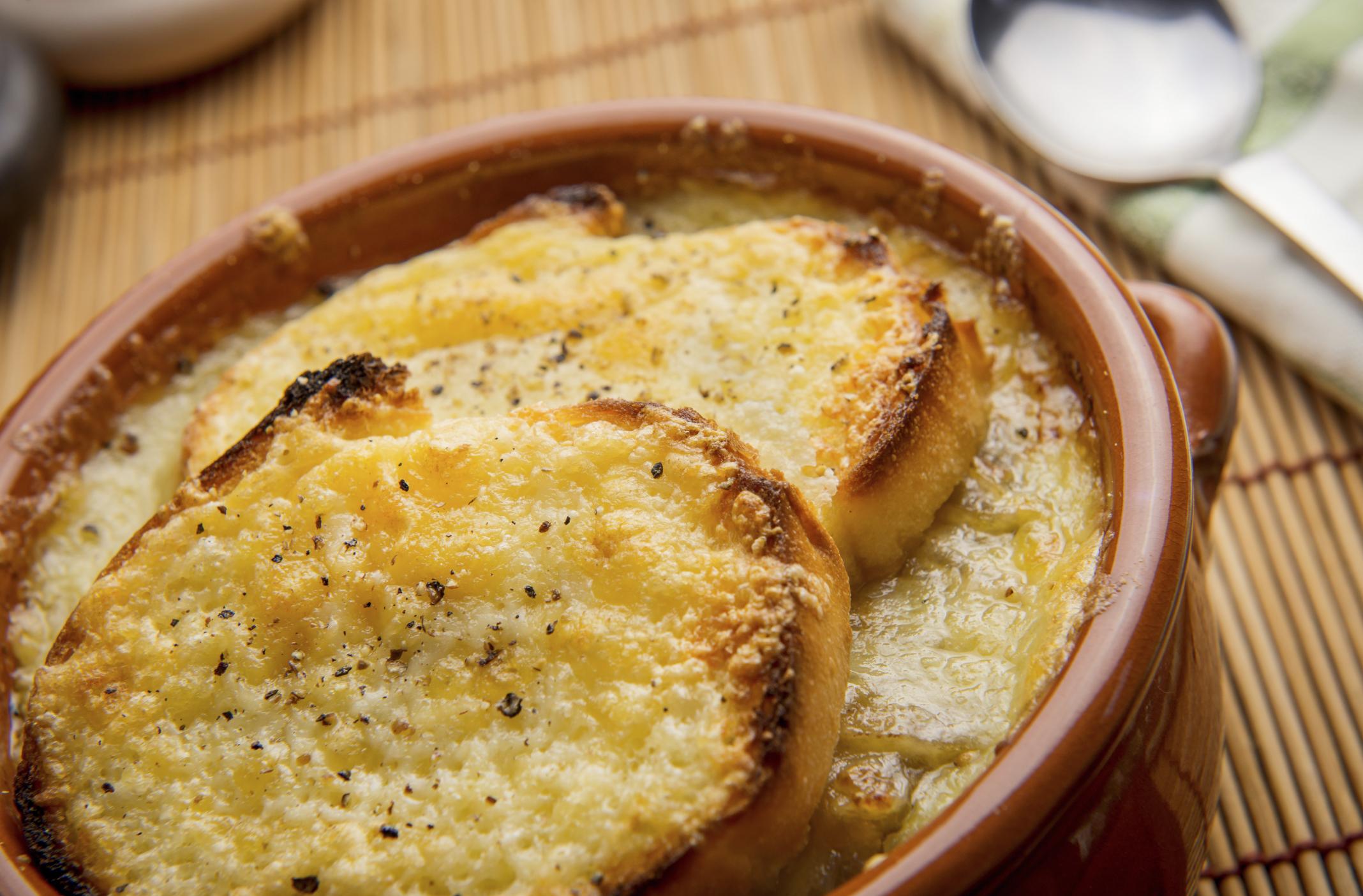 Sopa  de cebollas con vino blanco