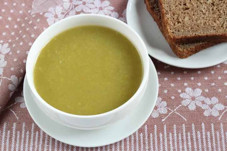 Sopa de habas y cebolla