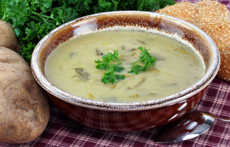 Sopa irlandesa con patata y puerro