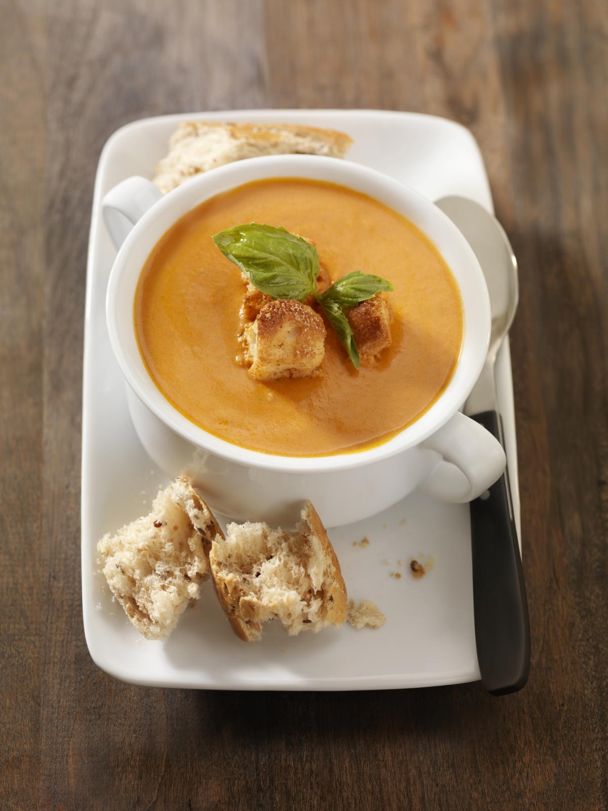 Sopa de jugo de tomate