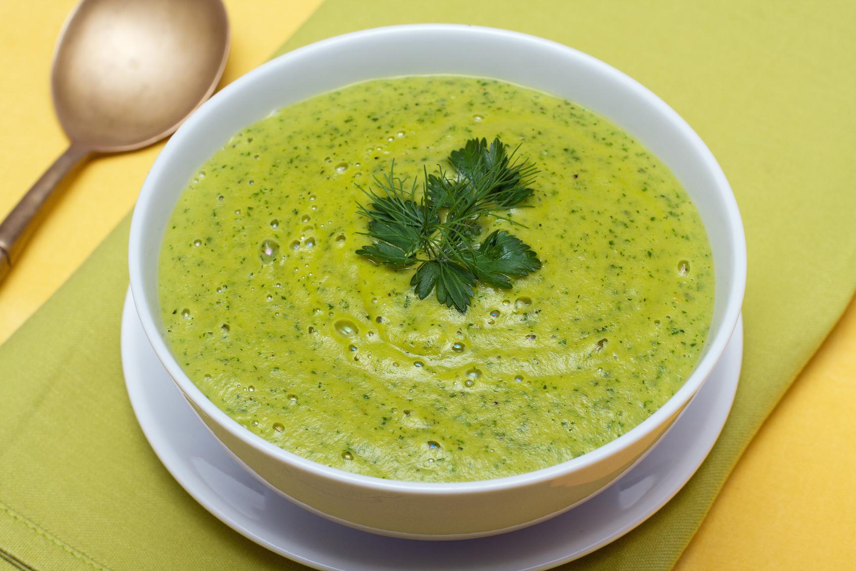 Sopa de espinacas y cebolla