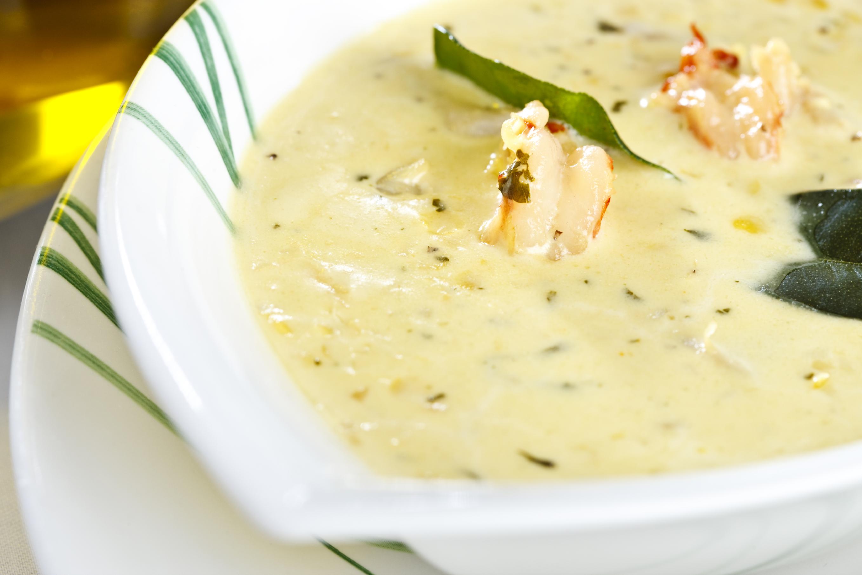 Sopa de mahonesa con merluza y gambas