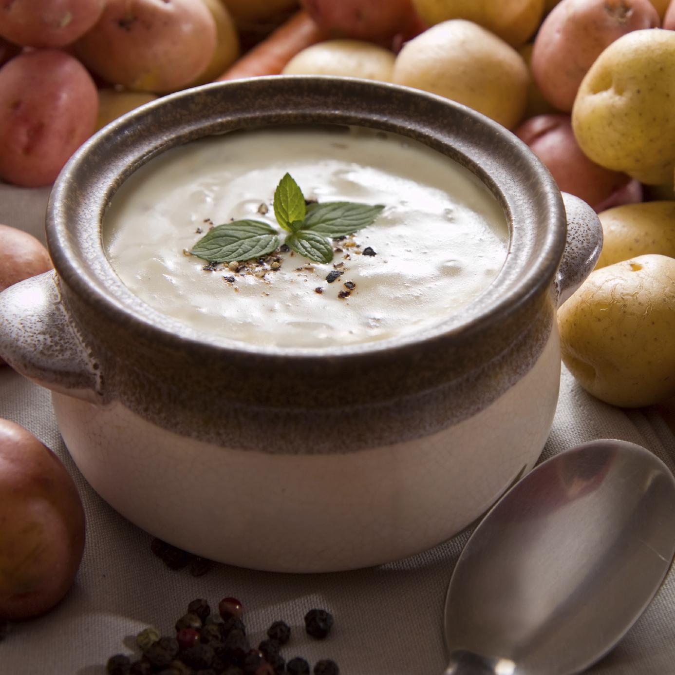 Sopa de patatas al yogur
