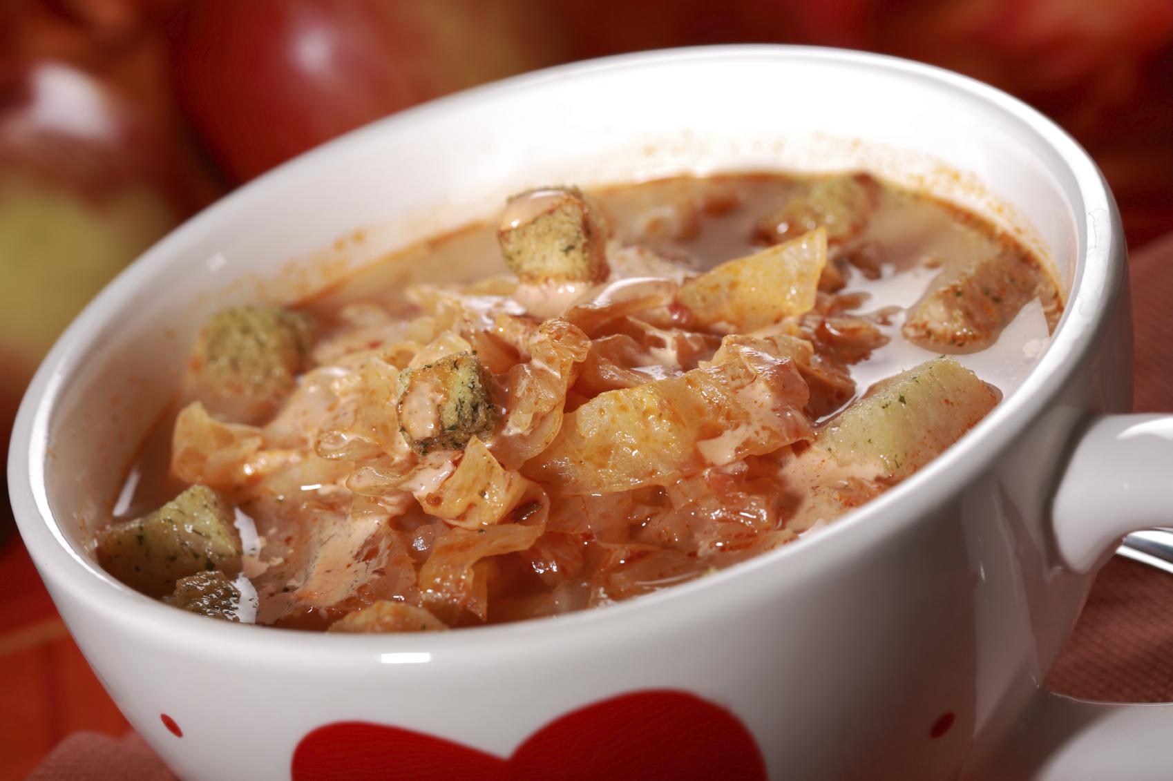Sopa de repollo con manzana y yogur
