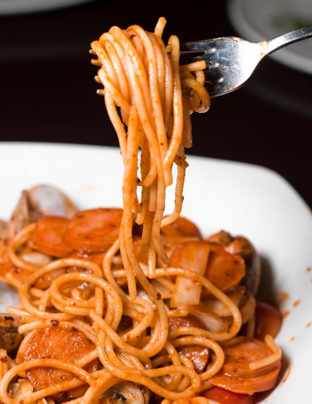 Espaguetis con almejas y chorizo