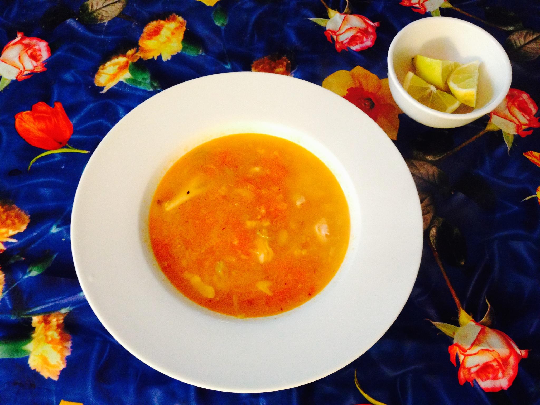 Sopa mexicana de pescado y tomate