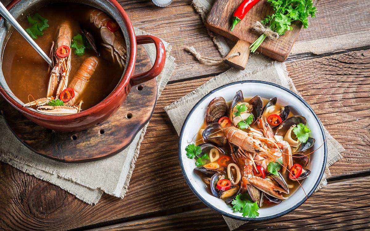 Sopa de marisco con cigalas y mejillones